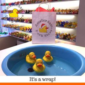 Christmas wrapping Amsterdam Duck Store
