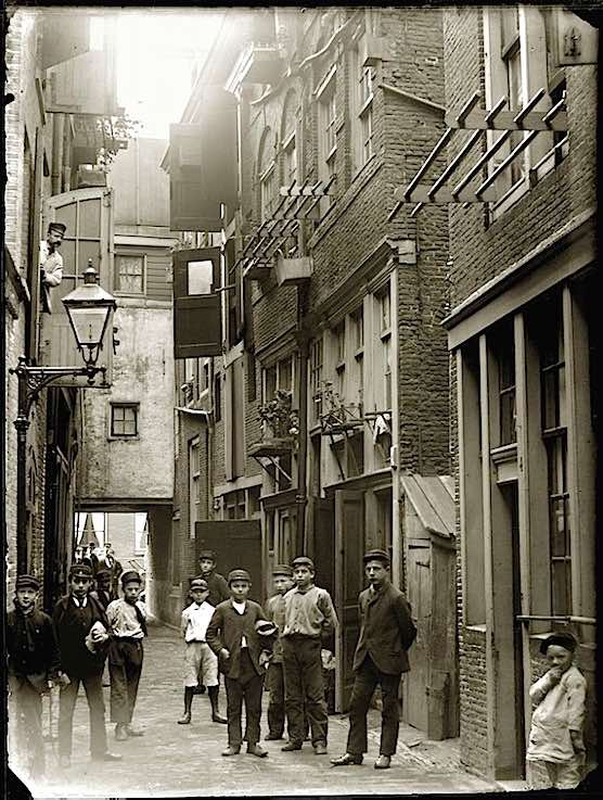 Amsterdam Gebed zonder End in the year 1892.