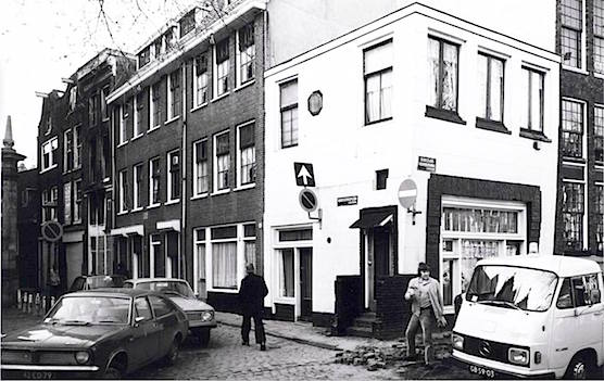 Coffee shop Quartier Putain - Old Church Square in 1977 - Amsterdam