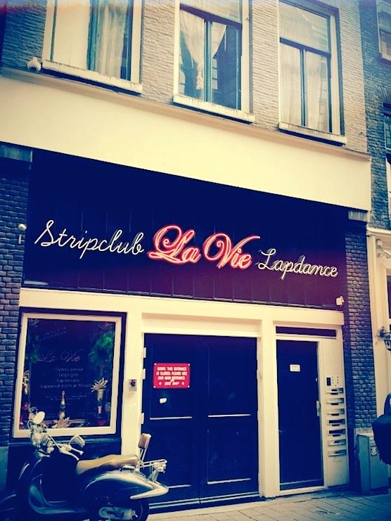 Stripbar La Vie in Amsterdam's Red Light District. Lapdances, beer and naked ladies.