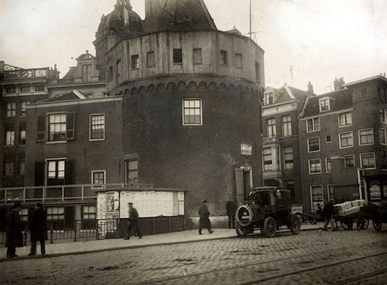 The Schreierstoren in 1917. Just in front of Amsterdam's Central Station.