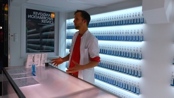 Hangover Information Center Amsterdam - Willem explaining Reset - Preventing hangovers