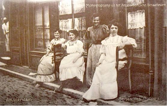 """Reines des trottoirs"" [Queens of the sidewalk], Amsterdam, late 19th century"