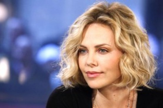 Charlize Theron Plays Prostitue in Monster