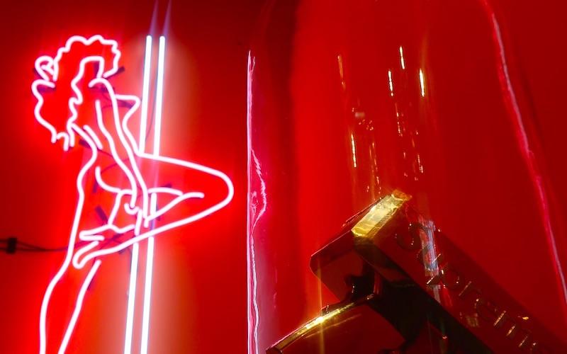 Bonton classy stripclub in amsterdam