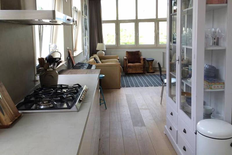 Airbnb Amsterdam on canal