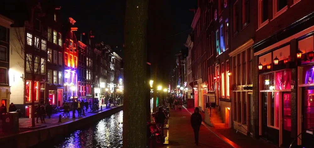 hotels in red light district amsterdam