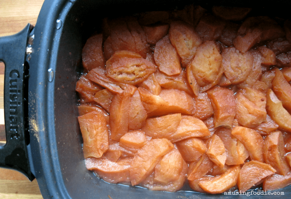 Easy homemade slow cooker applesauce — tastes amazing, and makes your house smell delightful!