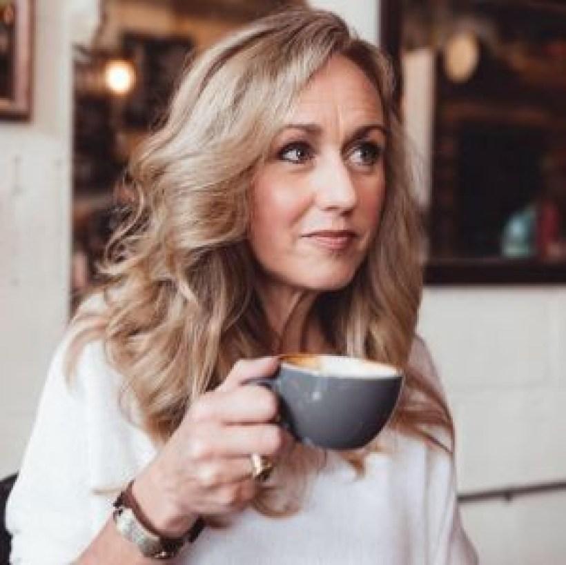 Bio-Amy-Elaine-Martinez-Headshot-Coffee-Speaker-Christian