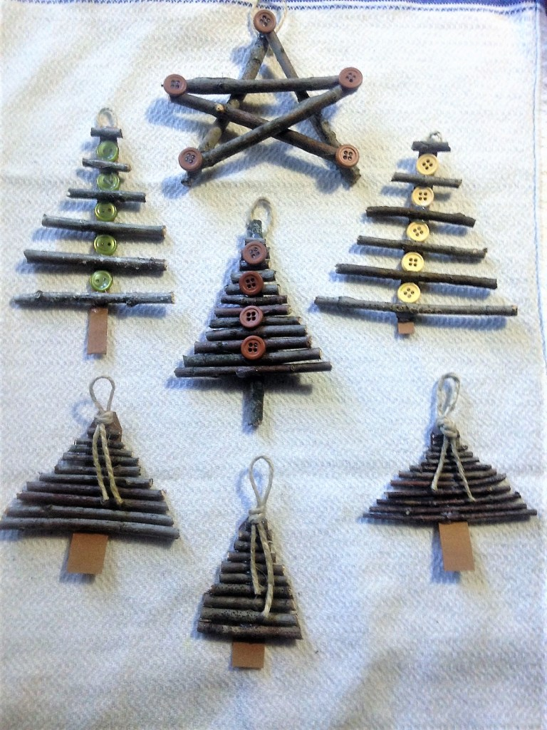 12 posts Christmas simple ornaments.
