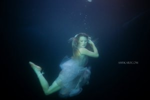 underwater maternity session in dallas with arden by dallas wedding photographer amy karp (11)