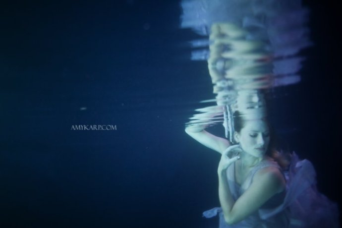 underwater maternity session in dallas with arden by dallas wedding photographer amy karp (17)