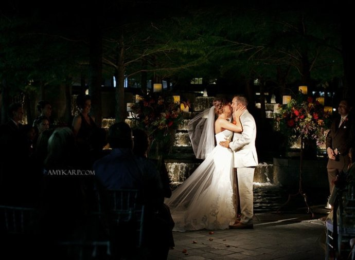 dallas wedding photographer with melissa and mark at avanti fountain place (15)