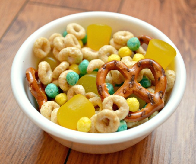 Minion Snack Mix