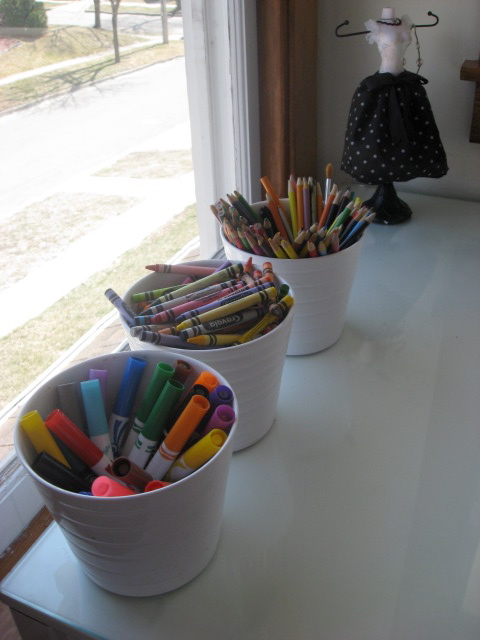 organizing markers and coloring