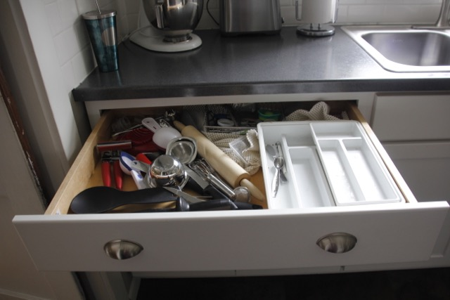 Messy_Kitchen-drawer
