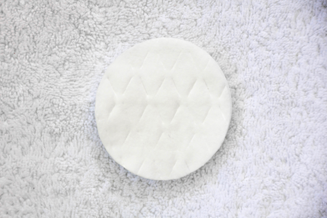 DIY-Pedicure-cotton-pads