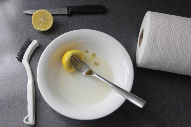 DIY-cleaner-lemon