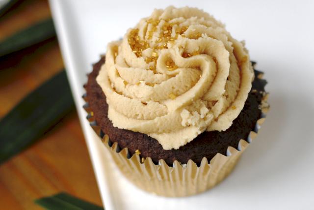 Peanut-butter-cupcake-2