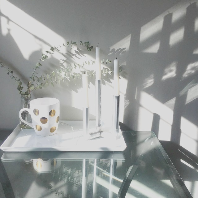 Simple tablescape for small kitchen table.