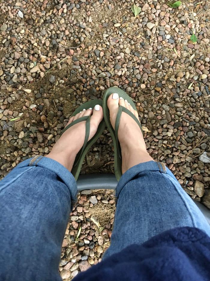Feet wearing flipflops