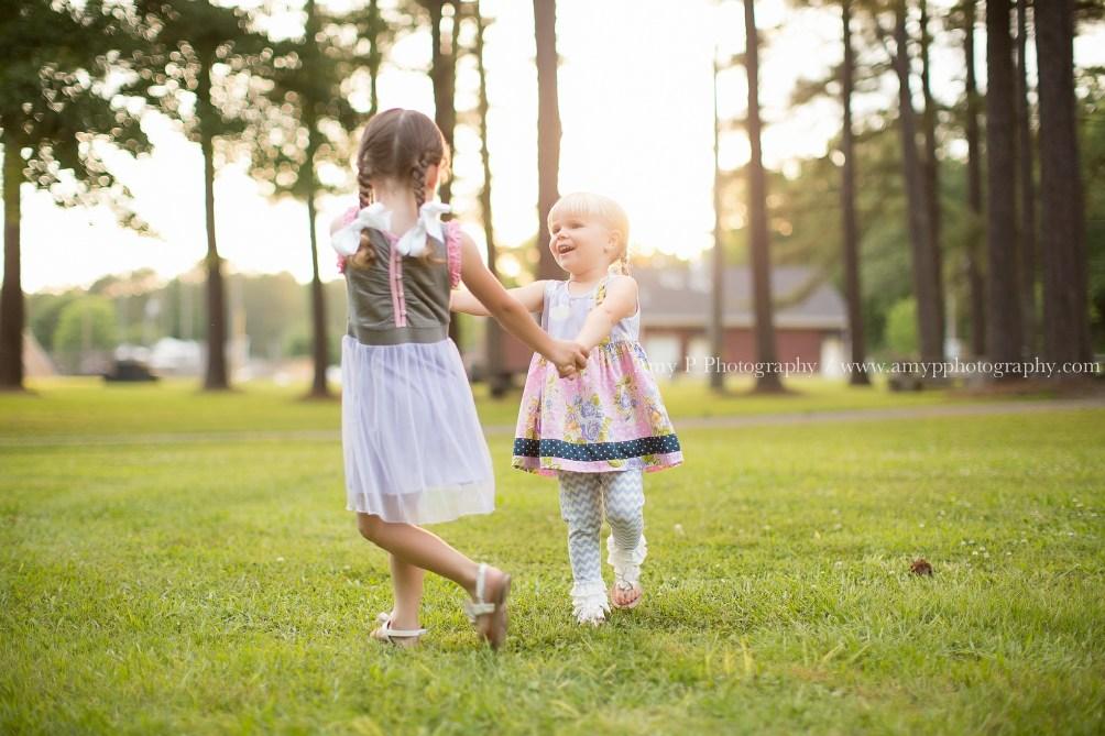 family-park-little girls
