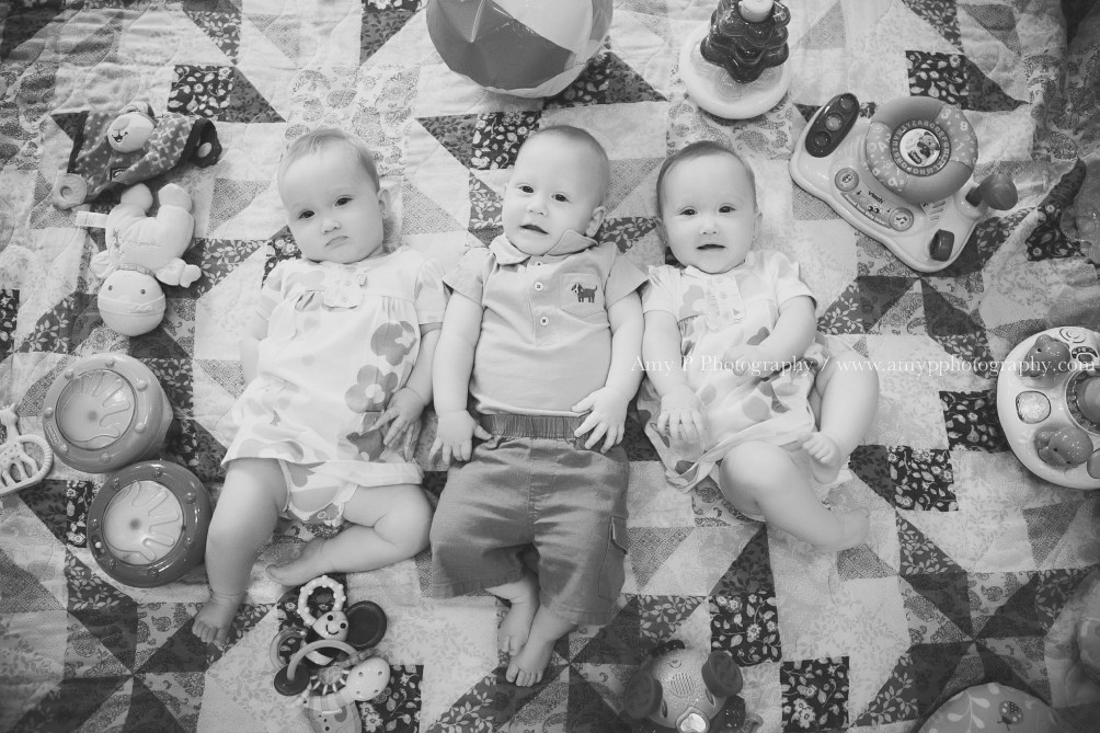 babies-triplets-at home session-watch me grow-family photo session