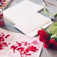 Check out this fun and easy Valentines Day Craft, painting with roses!
