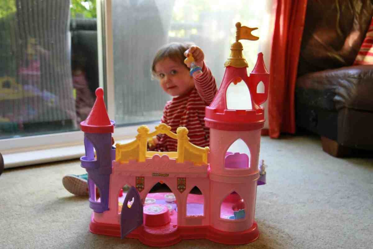 Fisher Price little People Twirl and Songs musical palace