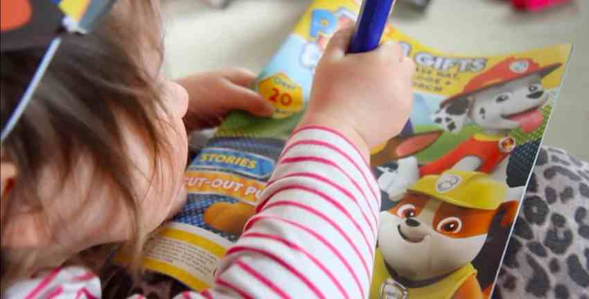 3 pawsome gifts with the Paw Patrol magazine, a torch a badge and puppy ears!