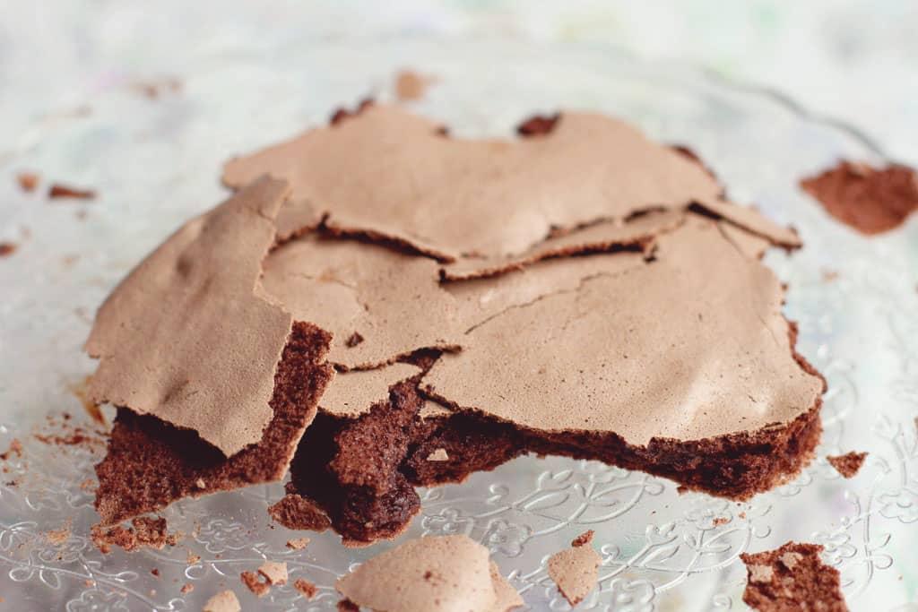 Chocolate meringue disc