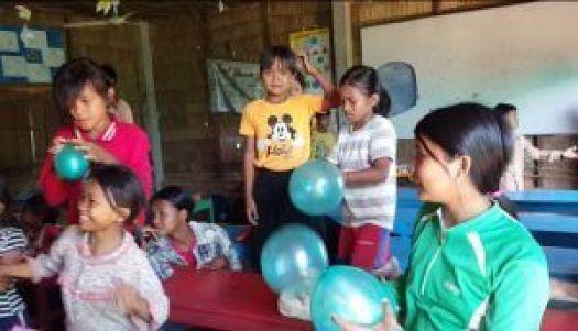 Niños con nuestros globos