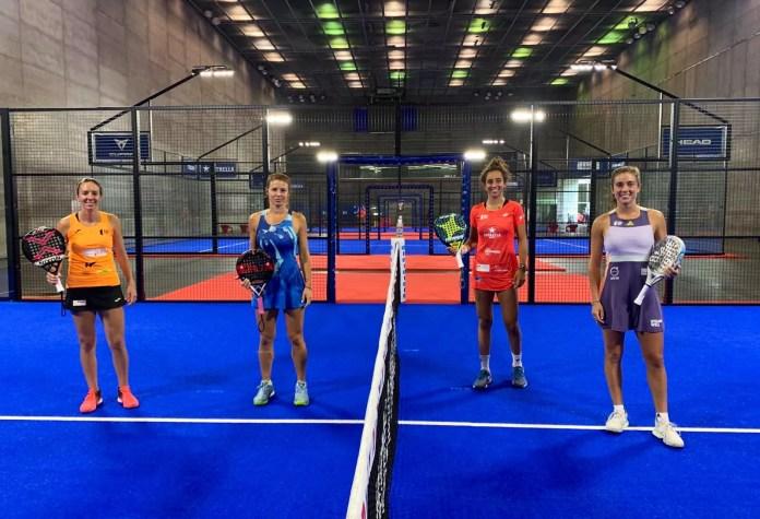 jugadoras de Padel en el Adeslas Open 2020 antes de jugar