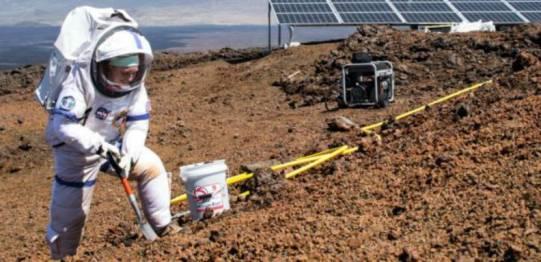 Un equipo de reclutas de la Agencia Aeroespacial de EE.UU., NASA, inició un período de convivencia dentro de un domo cerca de un desértico volcán, en Hawái, para simular lo que sería vivir en Marte