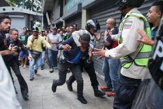 Funcionarios de la PNB y GNB cercaron la protesta/ Foto: Alexandra Blanco