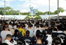 Japoneses mantienen un minuto de silencio por las 70.000 víctimas de la explosión nuclear en Nagasaki / Foto: AFP