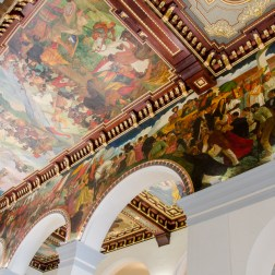 Techo del Panteón Nacional de Venezuela con obras pictóricas del artista Tito Salas