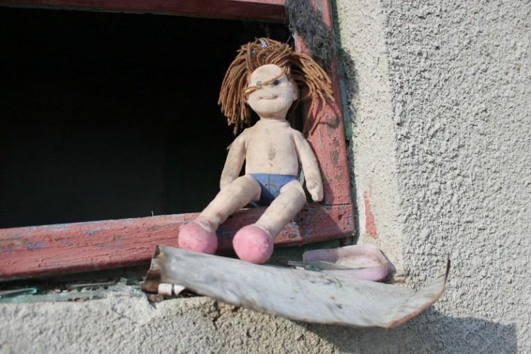 Muñeco abandonado y sucio
