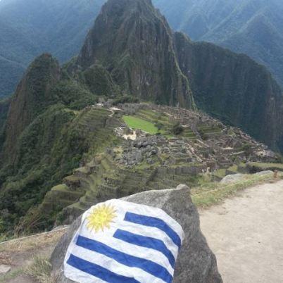 """""""Llevando la bandera del Uruguay hasta Machu Picchu, en Perú"""""""