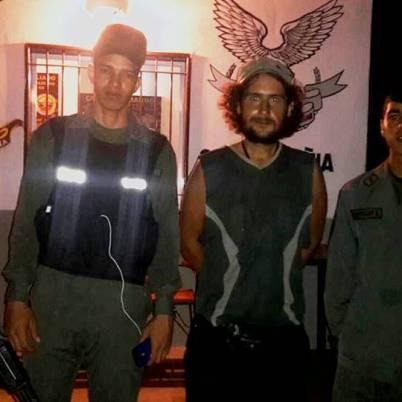 """""""Así es Venezuela, todos se prestan para la foto. Todos te cuidan y cuando te cuidan se lo toman muy enserio. Muchas gracias soldados venezolanos!"""""""