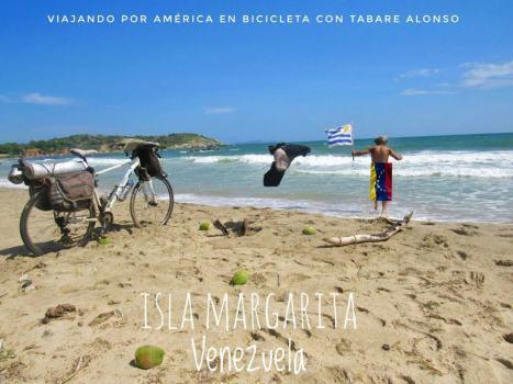 """""""En esta foto quiero dejar por asentado que no venimos con nada y con nada nos vamos a ir. La bandera cubriendo mi cuerpo es símbolo de que los venezolanos me dieron todo lo que necesitaba para seguir adelante y es un reconocimiento a todos los que me encontré en el camino y los que me encontraré. Una vez mas. MIL GRACIAS A TODOS"""""""