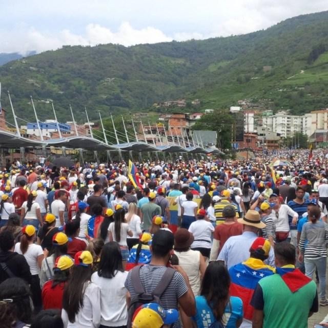 Aunque la cifra de marchantes fue calculada en más de 50 mil personas, otros voceros aseguraron que pasó las 70 mil voluntades que en la calle le dijeron al gobierno que no lo quieren