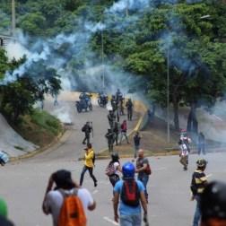 Represión hizo correr a manifestantes/Foto: Giancalo Corrado