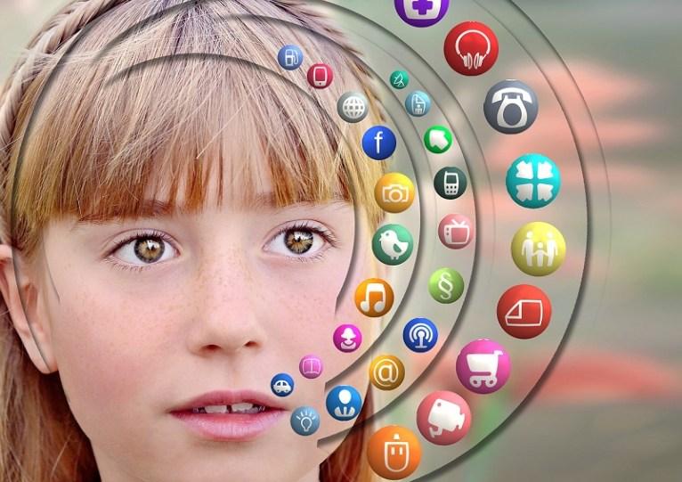 La supervisión es importante, tanto como la orientación. Si enseñamos a nuestros hijos a usar de manera positiva el Internet y las redes sociales eso marcará su uso Foto Pixabay