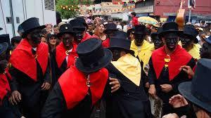 Bailan y cantan los parranderos/Foto: Google