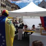 En el punto soberano de Florencia, también recogieron firmas para solicitar un juicio a Nicolás Maduro en la corte de La Haya por violación a los DDHH/ Foto: Cortesía