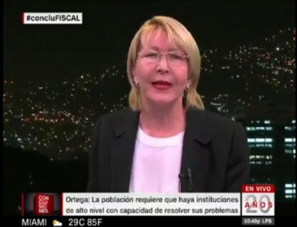 Luisa Ortega Díaz con Fernando del Rincón en CNN