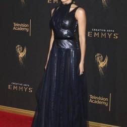 La actriz estadounidense Jenna Dewan Tatum posa a su llegada a la ceremonia de entrega de los premios Emmy a las Artes Creativas celebrada en Los Ángeles