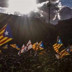 Vista de la plaza de Catalunya de Barcelona durante la tradicional manifestación convocada por la ANC con motivo de la Diada del 11 de septiembre, después de que esta semana el Govern haya convocado el referéndum para el 1 de octubre y el TC lo haya suspendido. EFE/Quique García