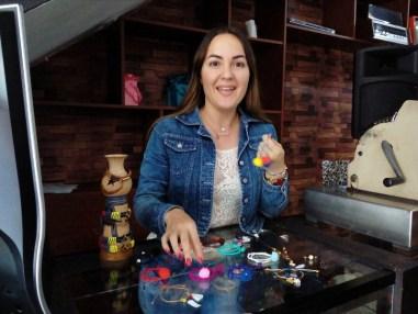 Desde los ocho años, Daniela Ramírez empezó el gusto por los accesorios y su mamá decidió inscribirla en un curso para que aprendiera las técnicas, las cuales fue perfeccionando con el paso del tiempo